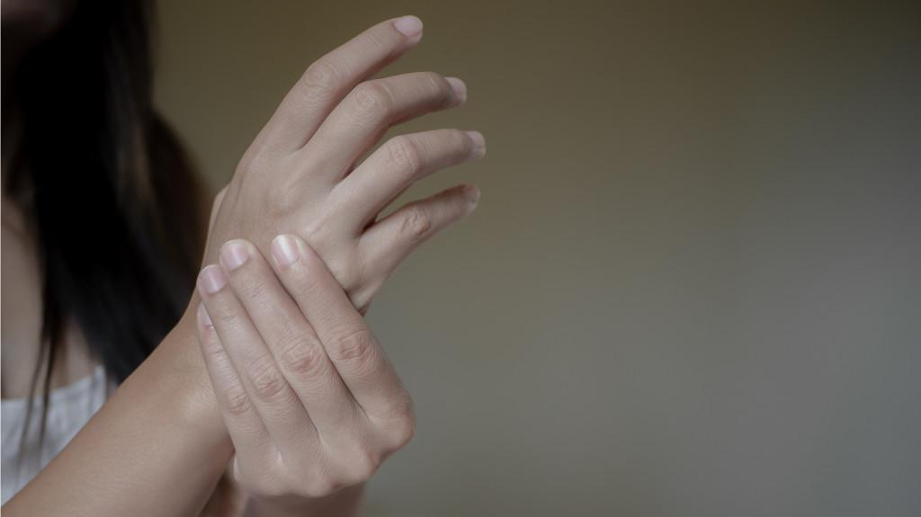 fájdalom az ujj ízületében melyik orvos)